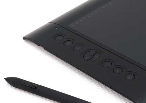 huion-h610-close-up-hot-keys-and-pen